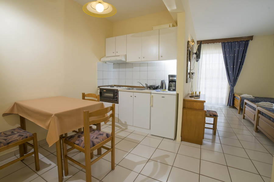 Suites Pelion pool accommodation fireplace equipped kitchen
